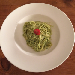 Linguine mit Avocado-Pesto